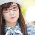 赤いメガネがトレンドマークの奥華子 イベントでの観客ゼロのワケ・・・