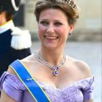 ノルウェーの王女が交際相手のシャーマンと一緒に、スピリチュアル講演活動でお金儲け?